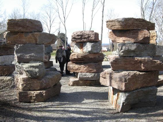 Det har är en del av den Geologisk trädgården i Degerhamn på Öland. Hur skulle en geologisk trädgård se ut i Riddarhyttan?? Det vore en utmaning för Kulturskolan! Foto Ch Lindeqvist.
