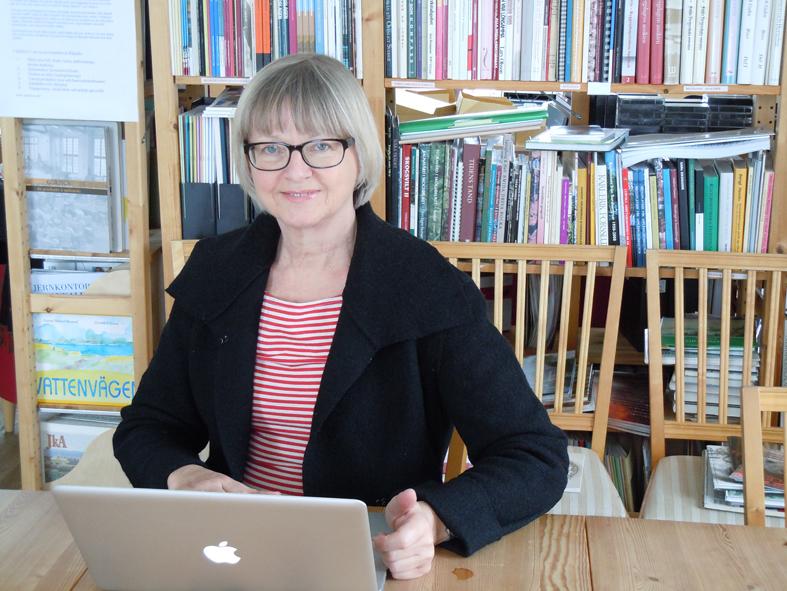 Hej på er - här sitter jag och bloggar på mitt kansli. Cajs-Marie Karlsson här i Ludvika tog bilden.