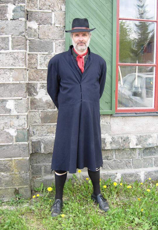 Bergsmannen i sjätte generationen Erik Brate från Brategården i Bråfors bergsmansby mellan Norberg och Fagersta. Idag serveras ofta korngrynskaka med stekt fläsk och lingon när det är aktiviteter på besöksmålen.