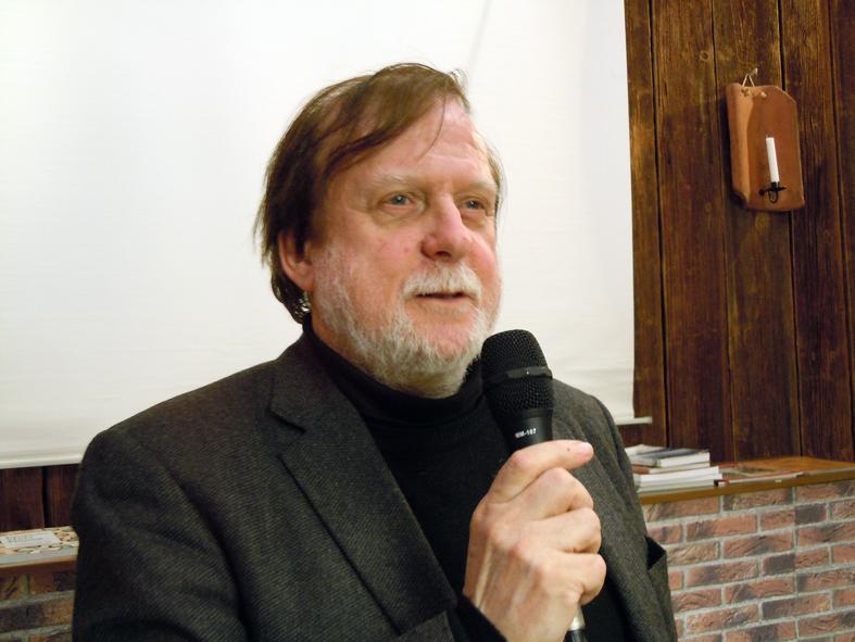 Överst Olle Lindkvist i Trångfors kraftverk. Undre bilden Örjan Hamrin som föreläser om guideteknik och interpretation i Fagersta i mars 2011 då vi körde en guidekurs ihop med Fagersta turism.