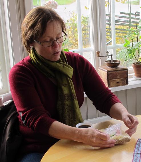 Anna Falkengren i Kaffestugan på Västanfors.