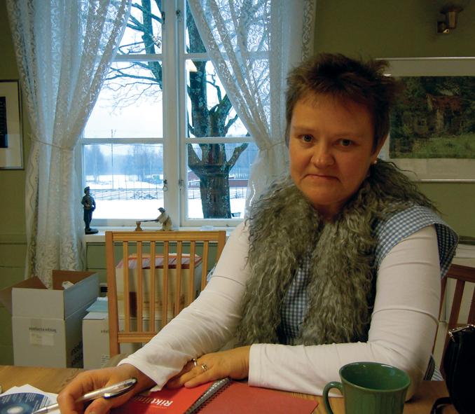 Eva Långberg, projektledare i våra brödaktiviteter, sitter på Ekomuseums kansli och planerar med mig.