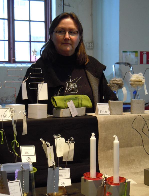 Julmarknad i Gamla Meken, Eva Gustafsson med sina trådarbeten.