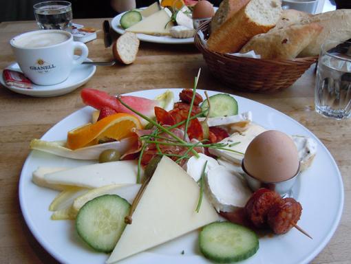 Frukosttallrik i Berlin. Foto ChL.