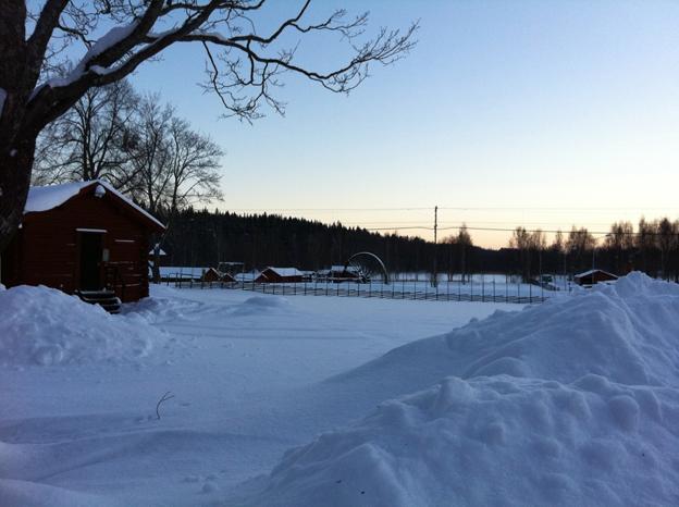 Ludvika Gammelgård med Östanbergshjulet och gruvmuseet på håll. iPhone-foto.