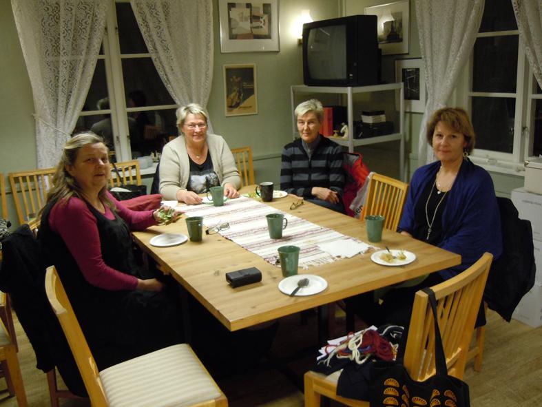Från vänster Gun Sörbring, Eva Eriksson, Leea Eriksson och Eva-Lotta Öbrell på Ekomuseums kansli. iPhone-foto ChL.