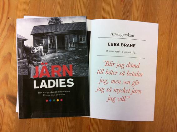 Här är det tänkta utseendet på boken Järnladies. Bilden på omslaget togs av Eva Timm som var fotograf och bodde i Västmanland. Bokens grafiska form och bildval görs av Jenny Findahl/Snowtrail.