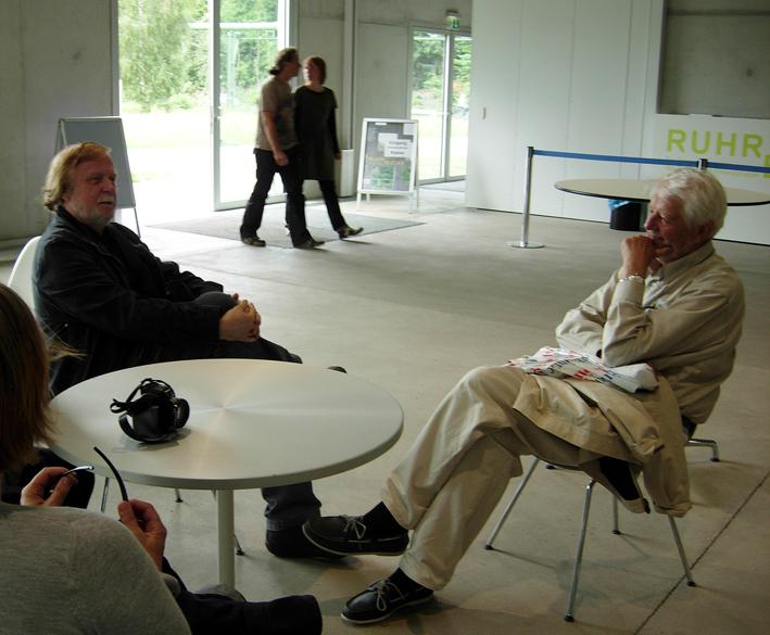 Erik Hofrén reste med Ekomuseum till Ruhr i juni 2010. Här sitter han och vilar med Örjan Hamrin, som var med på samma resa. Foto ChL: