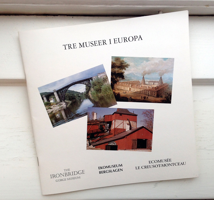 """Det här är katalogen från utställningen """"Tre museer i Europa"""" som visades på Galleri Astley i Uttersberg, Skinnskattebergs kommun, 29 jan-19 mars 1995."""