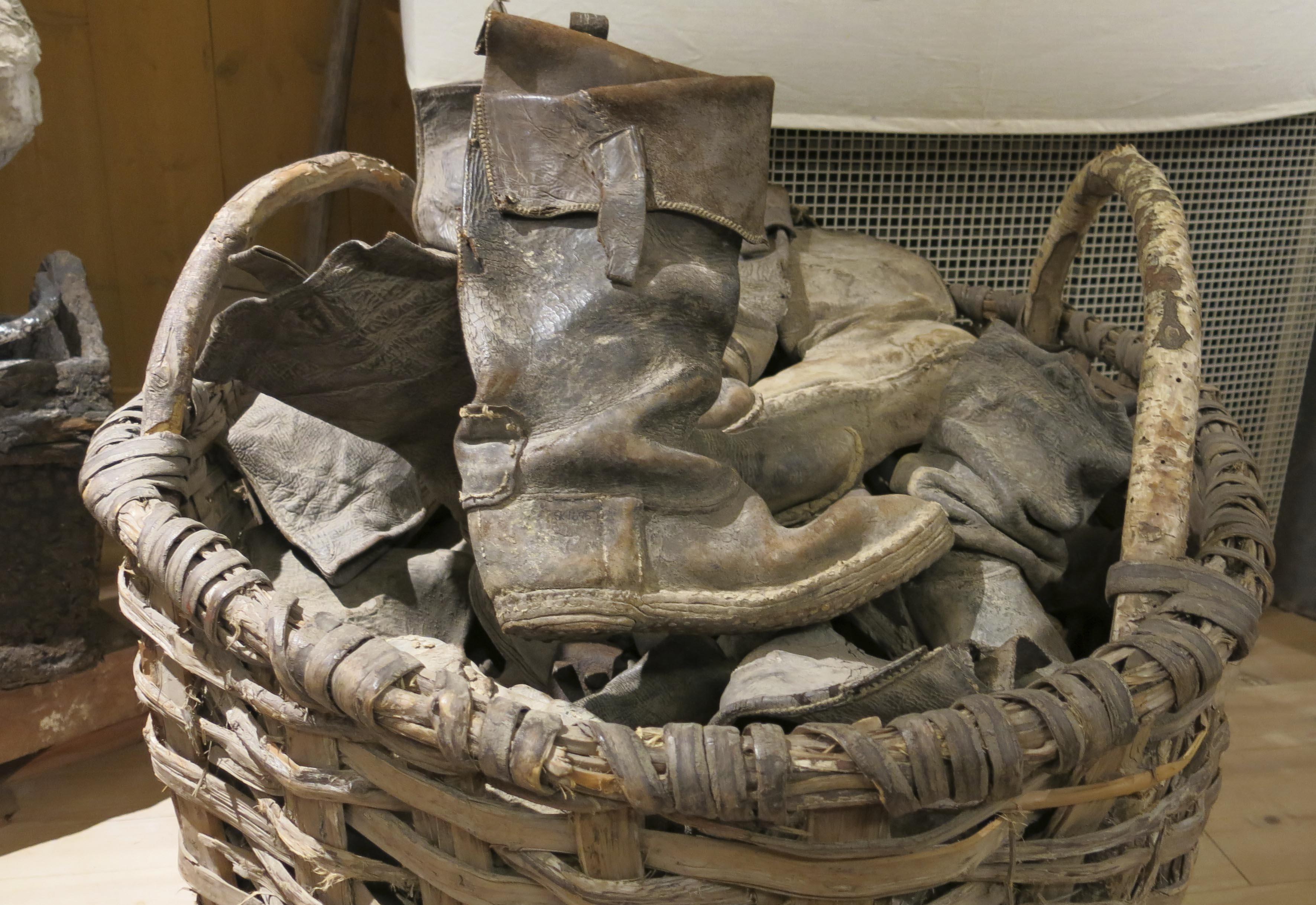 Skor som användes av arbetare som byggde Strömsholms kanal