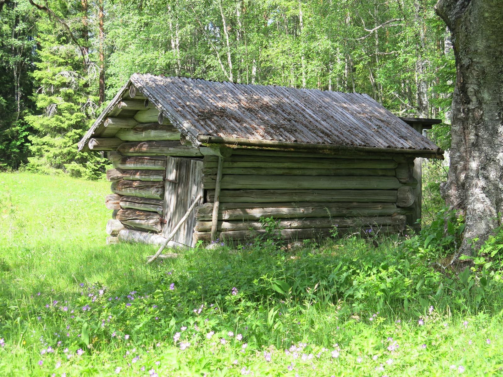 ett litet uthus vid Bränntjärnstorpet