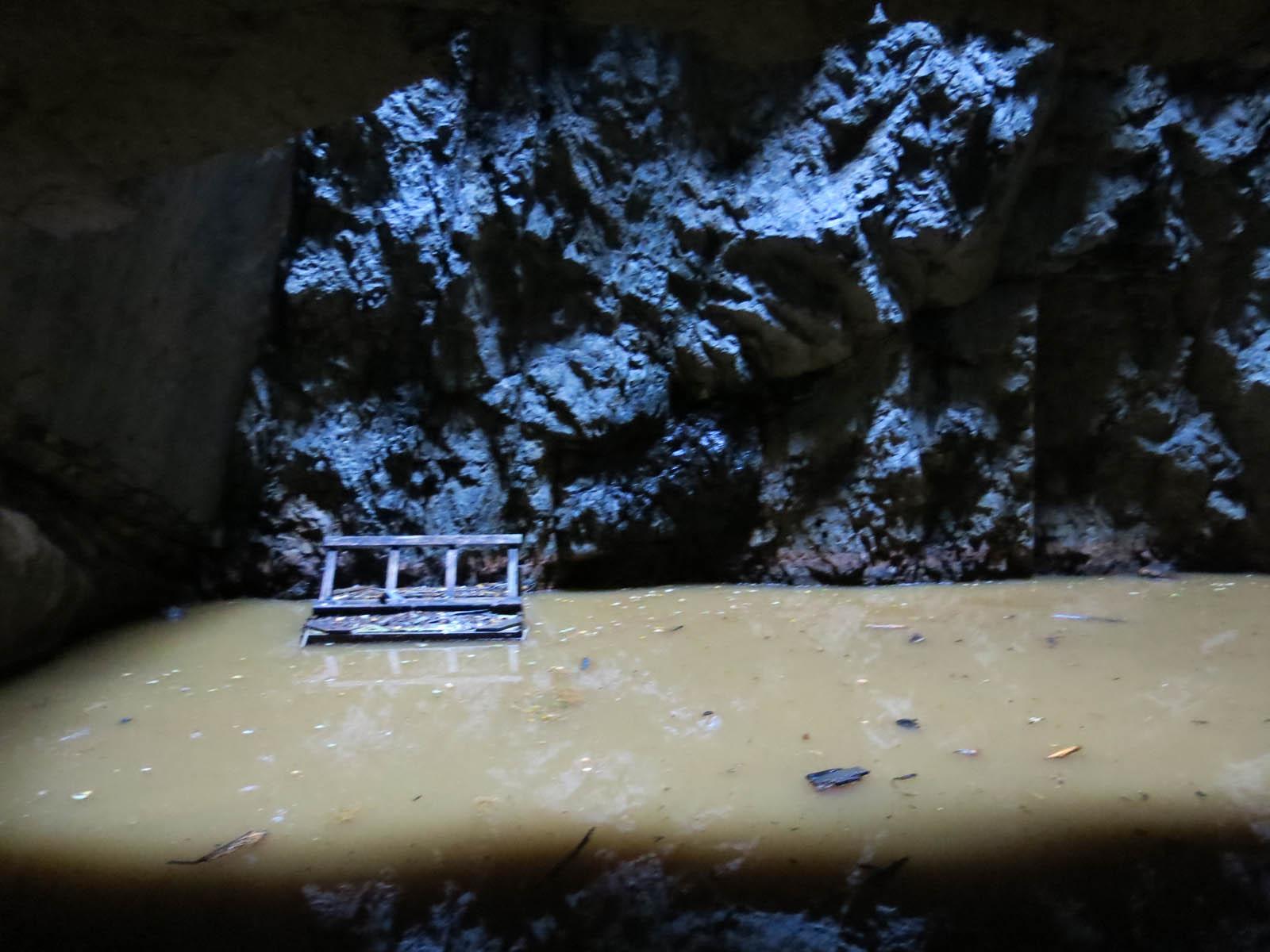 Bastnäs gruva med dagsljus uppifrån